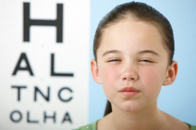 Blog NewLentes criança com miopia